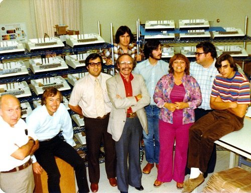 by-1978-apple-would-actually-have-a-real-office-with-employees-and-an-apple-ii-production-line-this-was-also-around-the-time-some-early-apple-employees-grew-tired-of-prolonged-exposure-to-the-famously-difficult-jobs.jpg
